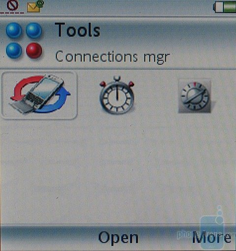 Sony Ericsson P990i - Вид под-меню Инструменты с закрытым флипом
