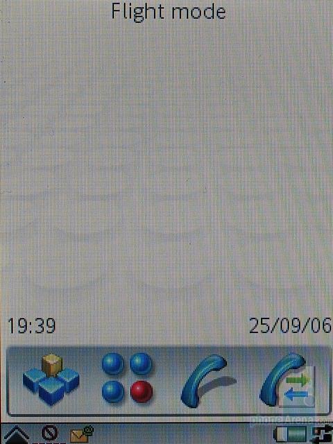 Sony Ericsson P990i - Главное окно с открытым флипом
