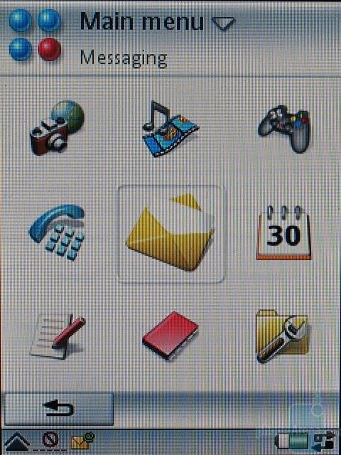 Sony Ericsson P990i - Главное меню с открытым флипом