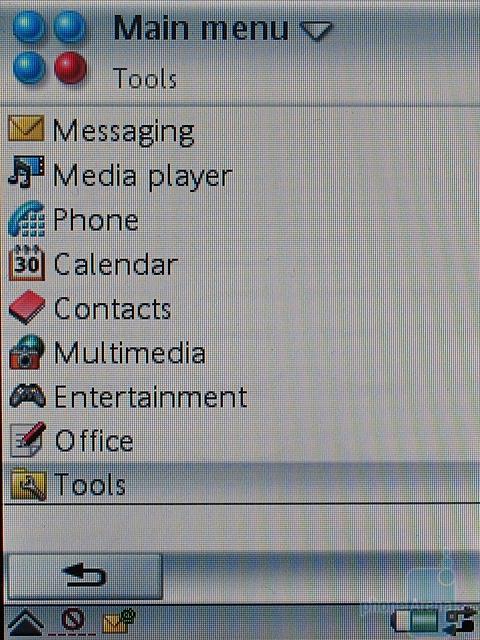 Sony Ericsson P990i - Главное меню в режиме списка