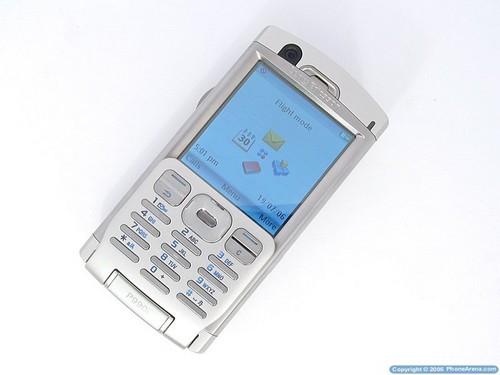 Sony Ericsson P990i - вид лицевой панели