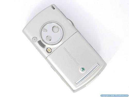 Sony Ericsson P990i - Тыльная сторона
