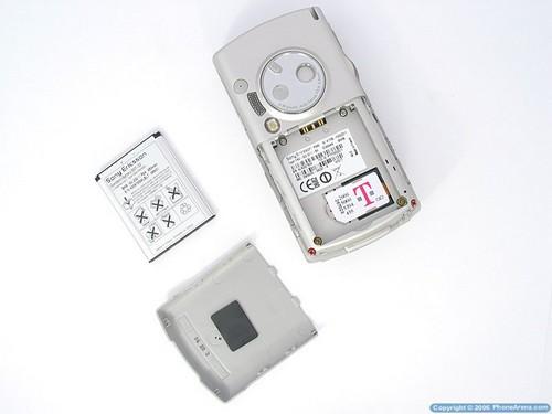 Sony Ericsson P990i - аккумуляторный отсек