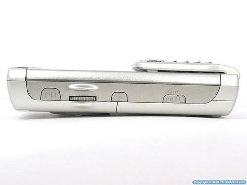 Sony Ericsson P990i - Вид слева