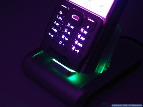 Sony Ericsson P990i - Подсветка док-станции