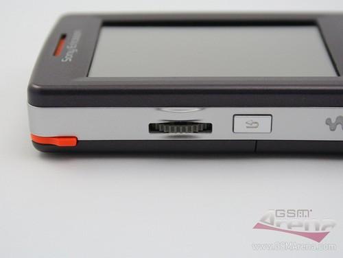 Sony Ericsson W950i - Левая сторона корпуса