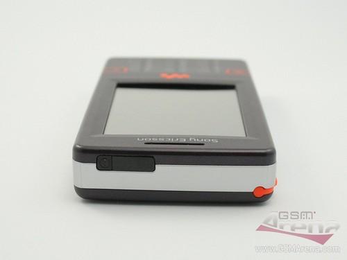 Sony Ericsson W950i - Верхняя грань корпуса