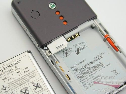 Sony Ericsson W950i - Аккумуляторный отсек