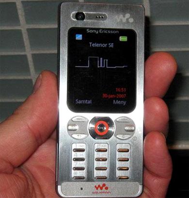 "Sony Ericsson W880i ""AI"""