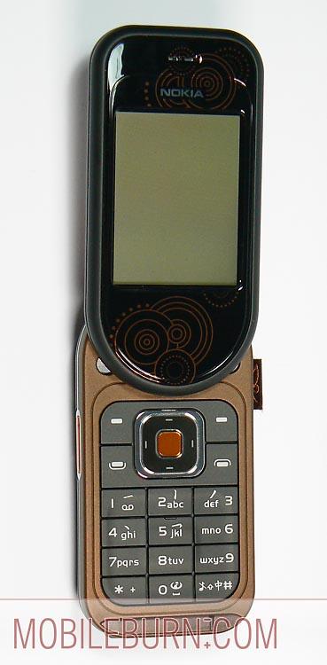 Nokia 7373 - в открытом положении