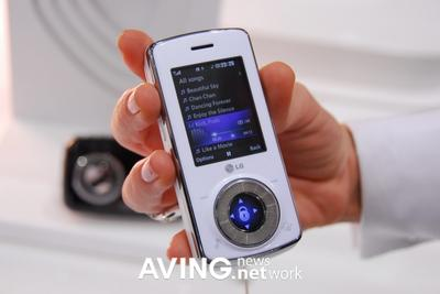 mark-levinson-phone1-thumb.jpg