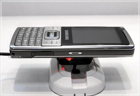 samsung-l700_1-thumb-450x309.jpg