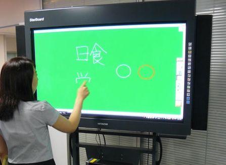 hitachi_px-duo-50_electronic_blackboard-thumb-450x600