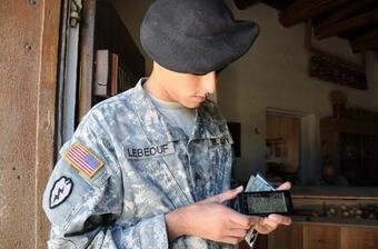 340x_army_smartphonex-large