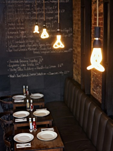 Plumen-in-cafe-375x500