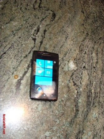 Leaked-images-show-even-more-of-the-Sony-Ericsson-Windows-Phone-prototype