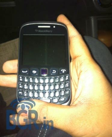 BlackBerry Curve 9320 - вид спереди