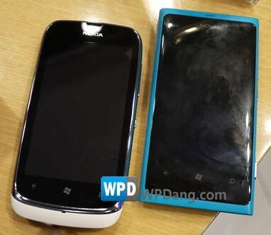 Lumia 610 (слева) и Lumia 800C (справа)