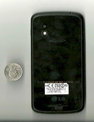 LG Nexus 4 - вид сзади