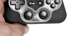 SteelSeries Free Mobile Gaming Controller_holding
