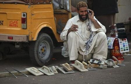 В Пакистане общение ночью признано аморальным