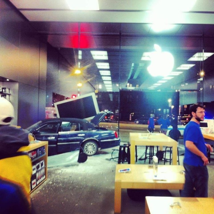 Авария в Apple Store