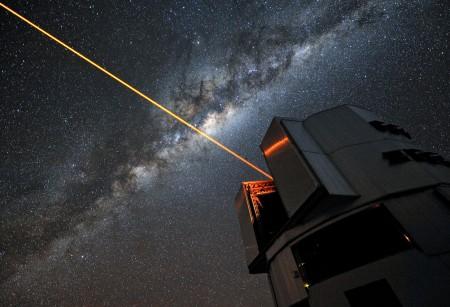 Лазерный луч телескопа VLT