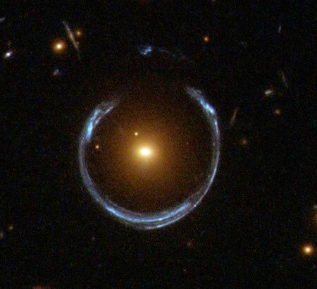 Кольцо Эйнштейна