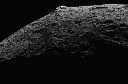 Экваториальный хребет Япета