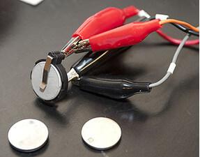 Батареи, в которых применены аноды из олова
