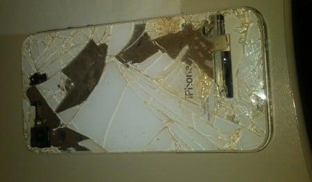 Поврежденный iPhone