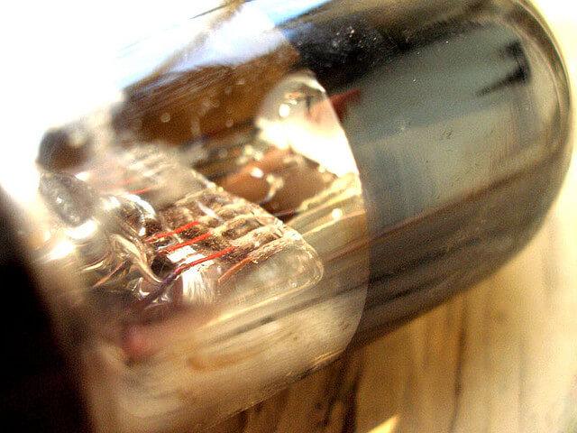 Вакуумная трубка, предшественник транзистора