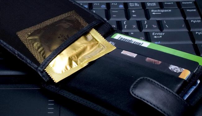 Билл Гейтс инвестирует в презервативы