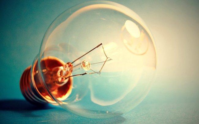 Томас Эдисон изобрел лампу накаливания