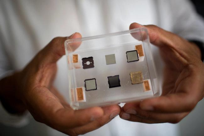 Микродвигатели для наноспутников