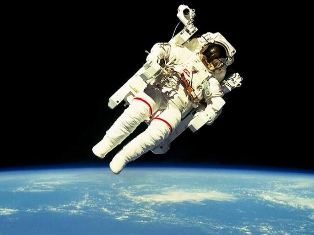 Полет в открытом космосе