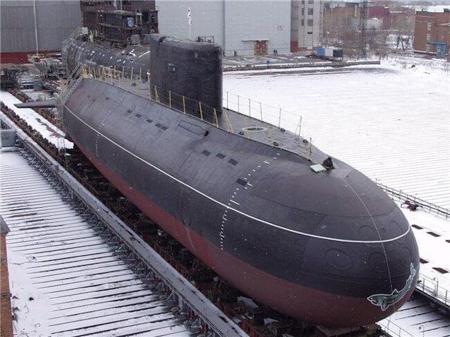 """В Санкт-Петербурге, на предприятии """"Адмиралтейские верфи"""" в четверг была спущена на воду первая дизель-электрическая подводная лодка проекта 636.3 """"Новороссийск""""."""
