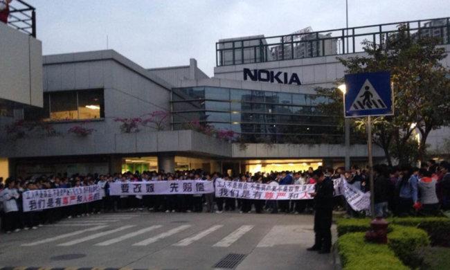 china-nokia-worker-strike-nov-2013