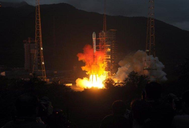 Запуск ракеты-носителя с «Чанъэ-3» и «Юйту»