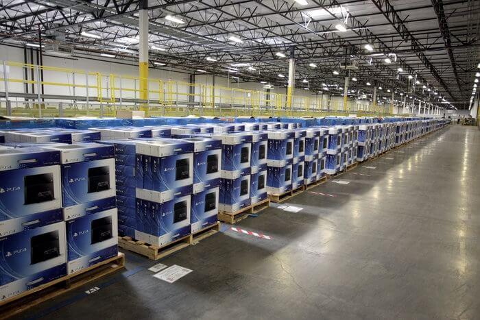 Playstation 4 на складе Amazon