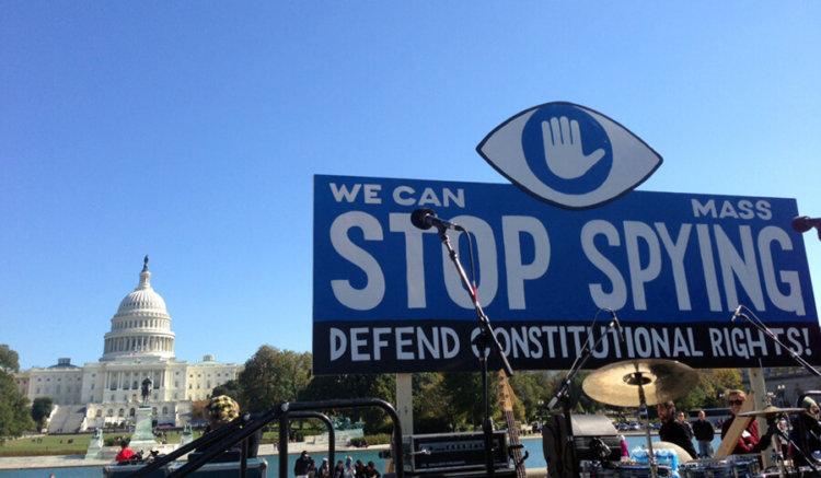 Интернет-гиганты призывают власти сделать слежку в сети прозрачной
