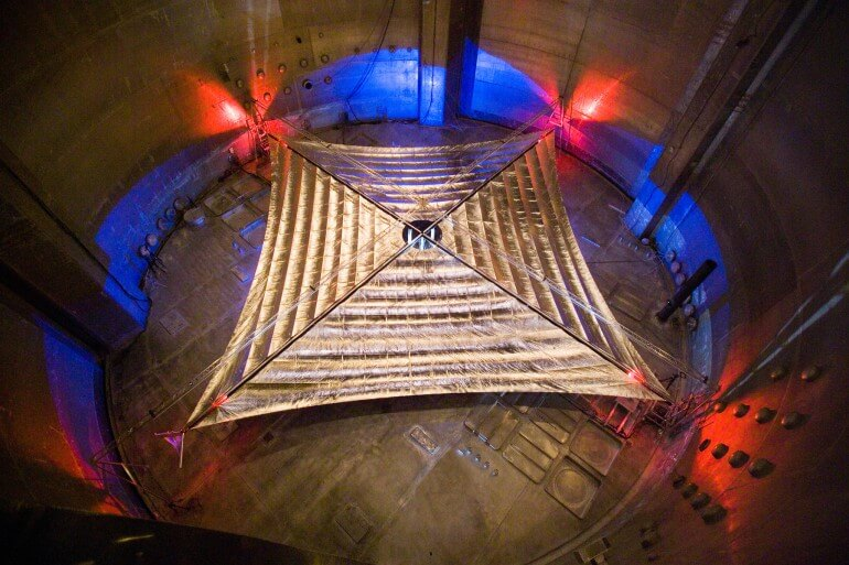 Солнечный парус огромного размера прошел успешно испытания (5 фото)