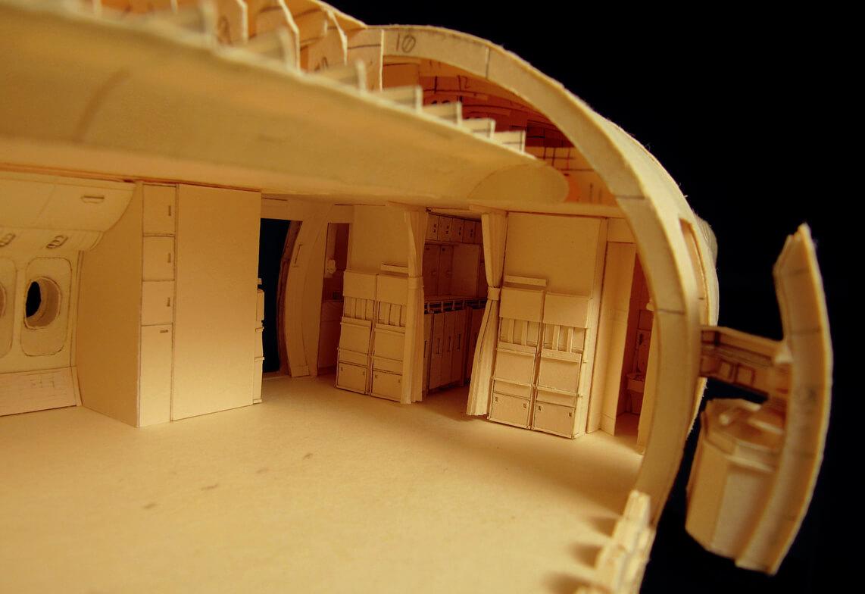 Даже шторки между помещениями выполнены из картона