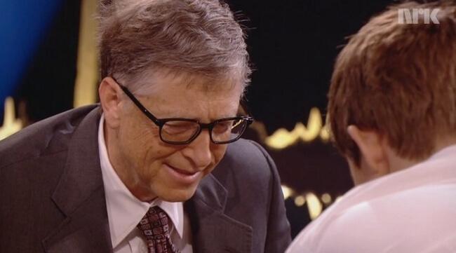 Билл Гейтс играет в шахматы