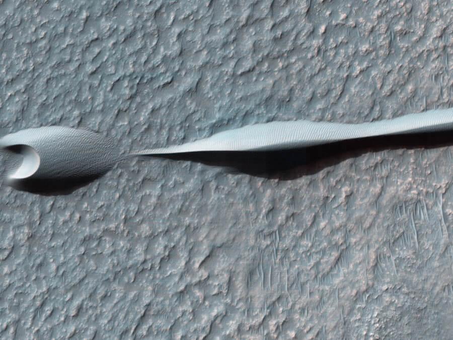 Причудливые марсианские дюны (3 фото)