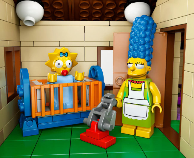 The-Simpsons-House-LEGO-10