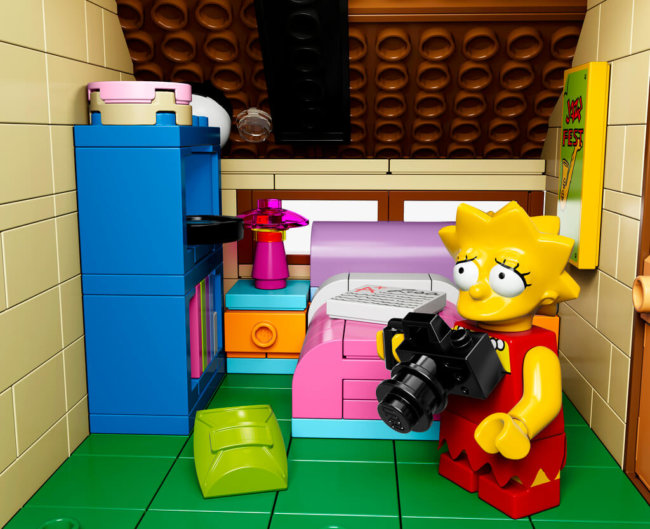 The-Simpsons-House-LEGO-13