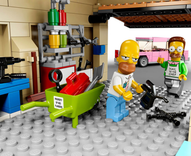 The-Simpsons-House-LEGO-14
