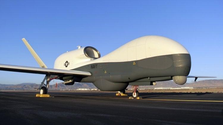 Самый большой беспилотник MQ-4C Triton