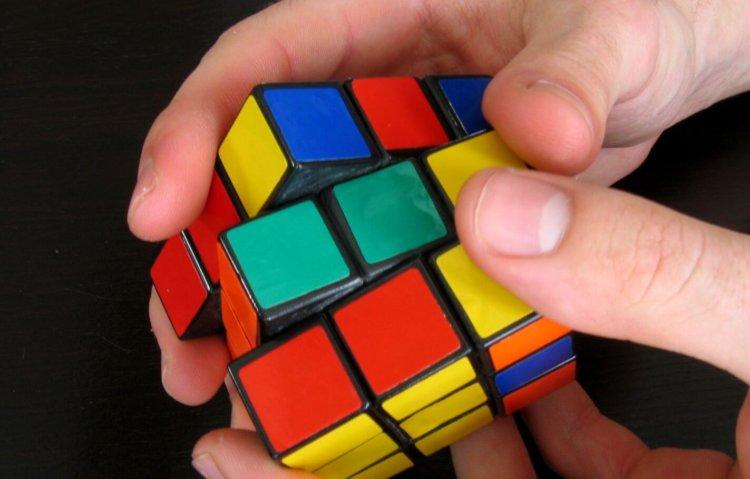 Три Кубика Рубика, собранные под водой